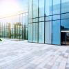 Como limpar janelas de vidro em condomínios