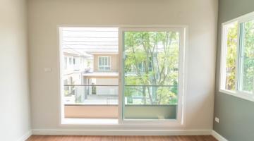 Portas e janelas de alumínio ou madeira? Saiba qual é melhor